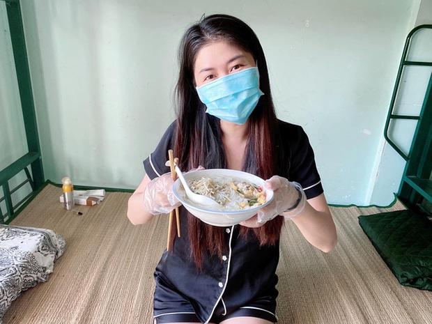 Bà xã Đăng Khôi update tình hình đi cách ly ngày đầu: Cơm ngày 3 bữa ngon chuẩn mẹ nấu, sợ lúc trở về lăn thay vì đi - Ảnh 1.