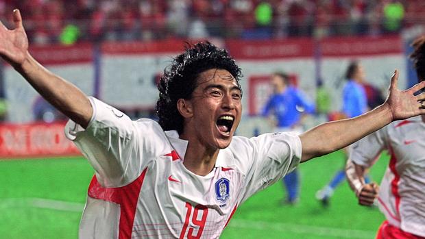 10 bức ảnh ấn tượng nhất lịch sử bóng đá châu Á: Nữ quyền lên ngôi, phóng viên bật khóc vẫn không rời ống kính - Ảnh 2.