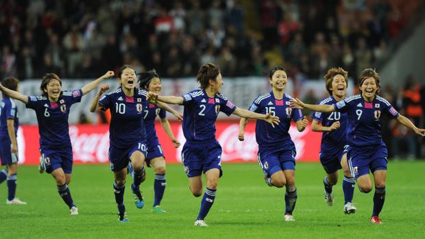 10 bức ảnh ấn tượng nhất lịch sử bóng đá châu Á: Nữ quyền lên ngôi, phóng viên bật khóc vẫn không rời ống kính - Ảnh 7.