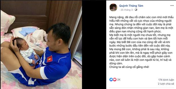 Tuyển thủ Việt Nam nằm kể chuyện cho con trai, con nhà Tiến Dụng được bố mẹ đầu tư cho set đồ mùa hè cực đáng yêu - Ảnh 2.