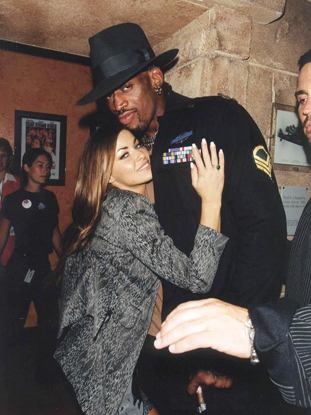 Siêu mẫu Playboy đình đám một thời chia sẻ về kỷ niệm bị huyền thoại Michael Jordan bắt tại trận khi qua đêm cùng Dennis Rodman - Ảnh 1.