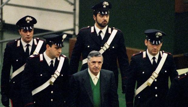 Sợ dịch bệnh lây lan, nhà tù Ý thả nhiều trùm mafia khiến dư luận hoang mang tột độ - Ảnh 1.