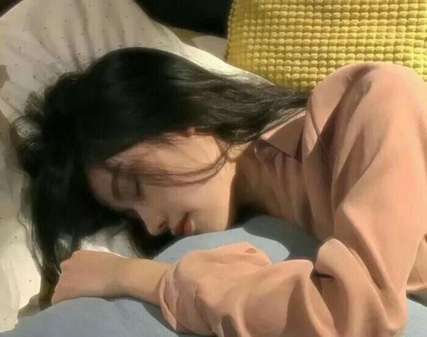 Phụ nữ nếu cứ giữ 3 thói quen này trước khi đi ngủ sẽ khiến tăng cân chóng mặt - Ảnh 1.