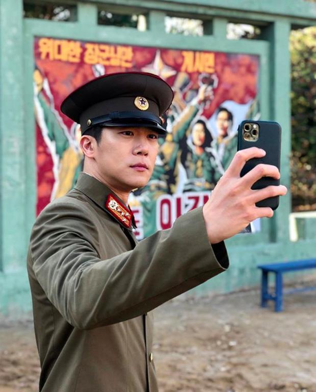 Drama tay ba được truyền hình Hàn nâng cấp lên phiên bản mới: Anh em một nhà choảng nhau vì chị dâu? - Ảnh 2.