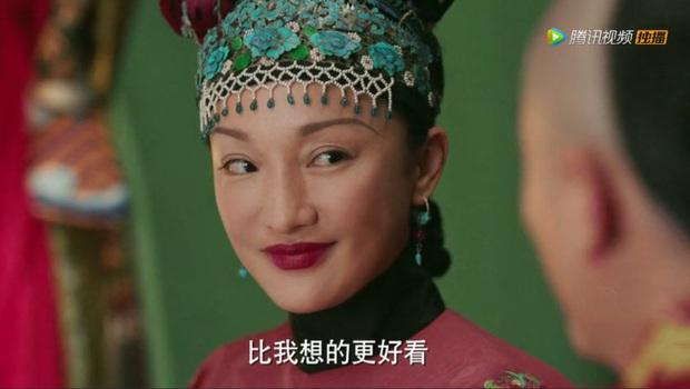 Khóc thét với loạt tạo hình kì lạ của mỹ nhân phim cổ trang Hoa ngữ: Đầu dưa lưới Châu Tấn chưa hú hồn bằng tóc rễ cây Dương Mịch - Ảnh 1.