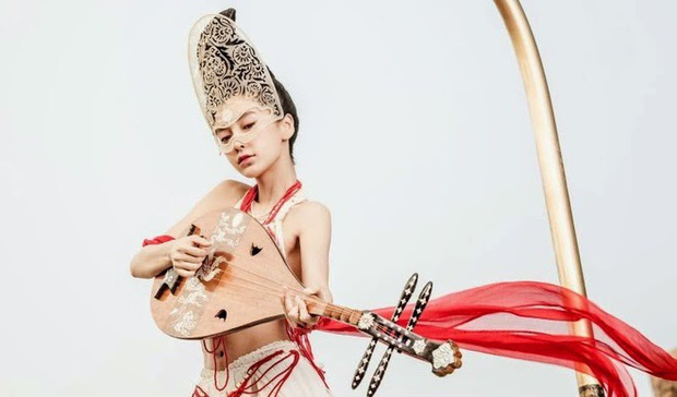 Khóc thét với loạt tạo hình kì lạ của mỹ nhân phim cổ trang Hoa ngữ: Đầu dưa lưới Châu Tấn chưa hú hồn bằng tóc rễ cây Dương Mịch - Ảnh 11.