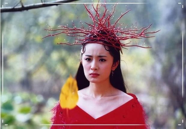 Khóc thét với loạt tạo hình kì lạ của mỹ nhân phim cổ trang Hoa ngữ: Đầu dưa lưới Châu Tấn chưa hú hồn bằng tóc rễ cây Dương Mịch - Ảnh 6.