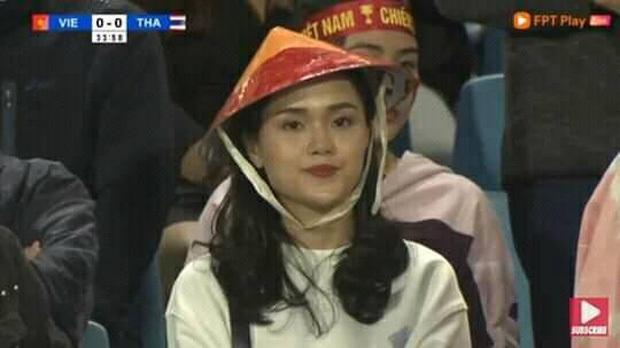 """""""Bóc phốt"""" mạnh mẽ nhan sắc lẫn style của dàn WAGs Việt và loạt mỹ nhân Vbiz, """"cam thường"""" đáng sợ phết chứ đùa! - Ảnh 3."""