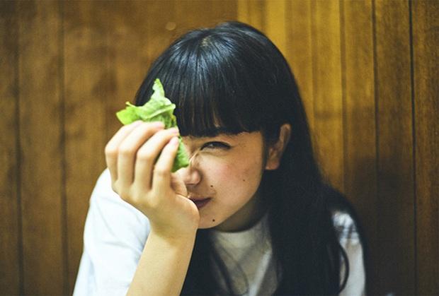 Quầng thâm mắt không chỉ do thiếu ngủ mà có thể là biểu hiện gan đang rất xấu: Cần bổ sung ngay 2 loại thực phẩm này để giải độc hiệu quả - Ảnh 3.