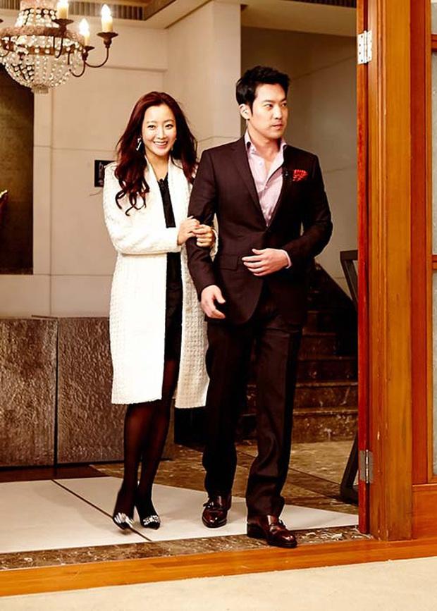 Hội bạn thân quyền lực chỉ toàn mỹ nhân của Song Hye Kyo: Ai cũng hôn nhân viên mãn, ông xã toàn là người máu mặt, chỉ riêng nàng em út mang danh bị chồng bỏ - Ảnh 4.