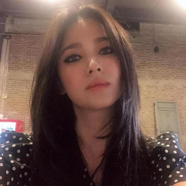 Nhan sắc của Song Hye Kyo chưa bao giờ toang đến thế, makeup đậm như sắp đi đóng phim kinh dị đến nơi - Ảnh 6.