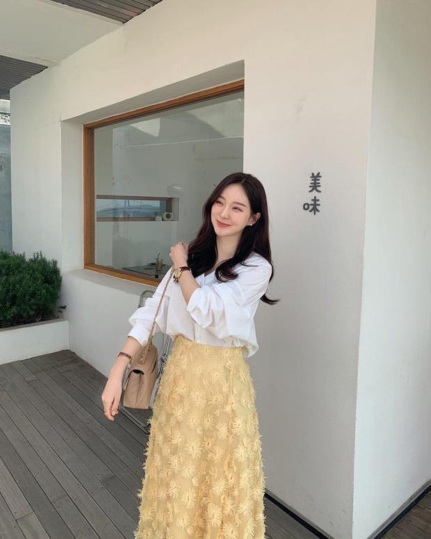 10 cách diện chân váy + áo trắng giúp nàng công sở xinh tươi trendy nguyên hè - Ảnh 7.