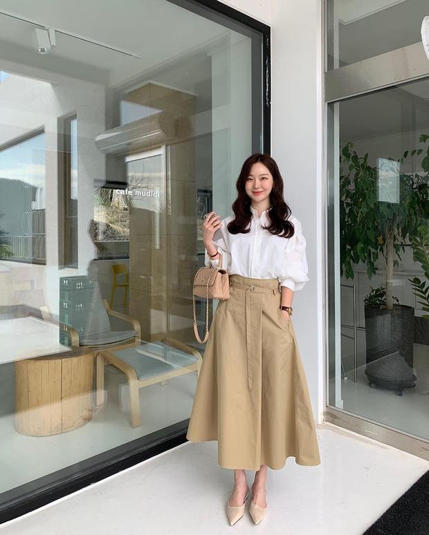 10 cách diện chân váy + áo trắng giúp nàng công sở xinh tươi trendy nguyên hè - Ảnh 9.