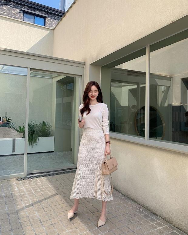 10 cách diện chân váy + áo trắng giúp nàng công sở xinh tươi trendy nguyên hè - Ảnh 10.
