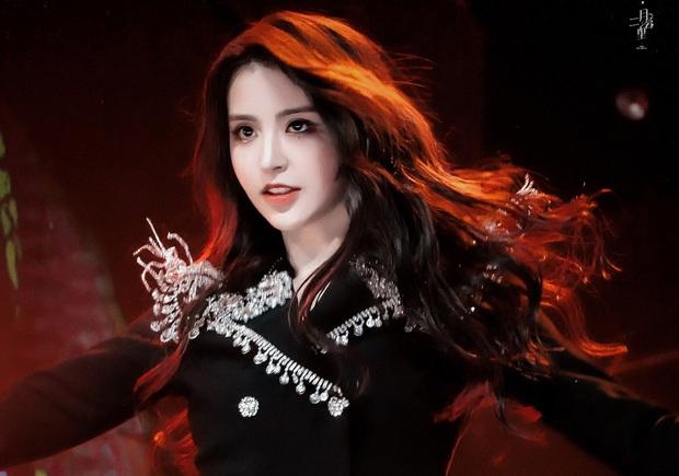 BIG3 tề tựu tại show có Lisa: Cựu trainee SM áp đảo visual, đại diện YG người ở người đi, JYP có cựu trainee là mỹ nhân lắm tài nhiều tật - Ảnh 1.