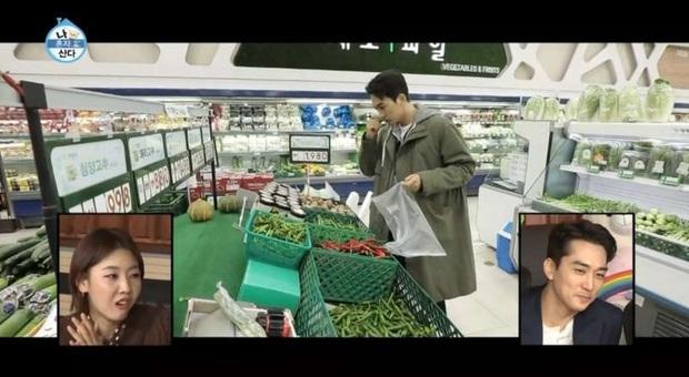 Tài tử Trái tim mùa thu Song Seung Hun bị chỉ trích nặng nề vì thái độ vô tư ở siêu thị giữa mùa dịch COVID-19 - Ảnh 3.