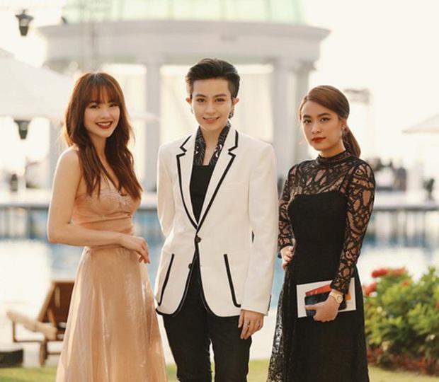 Soi loạt chi tiết chứng minh dáng ai quen quen trong tiệc nhà Hoàng Thùy Linh là Gil Lê, còn ngồi cạnh nhau thân mật - Ảnh 5.