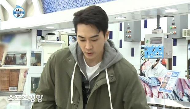 Tài tử Trái tim mùa thu Song Seung Hun bị chỉ trích nặng nề vì thái độ vô tư ở siêu thị giữa mùa dịch COVID-19 - Ảnh 5.