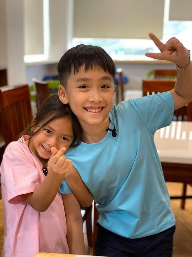 Bé Sol nhà Đoan Trang & bé Andy nhà Thu Trang gây sốt với loạt hình ảnh tình củm hết nấc! - Ảnh 2.