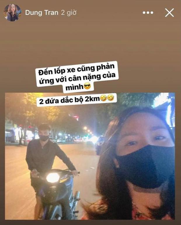 Cùng đèo người yêu bằng xe máy: Đức Chinh được khen, Xuân Mạnh ì ạch dắt bộ vì quá cân, còn Hoàng Đức thì đưa luôn nàng về ra mắt - Ảnh 3.