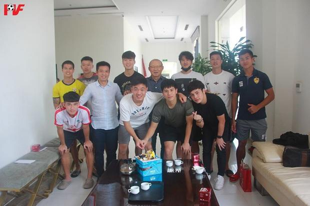 Dàn khách mời khủng tham dự bữa tiệc sinh nhật của Lương Xuân Trường: Thầy Park góp mặt - Ảnh 2.