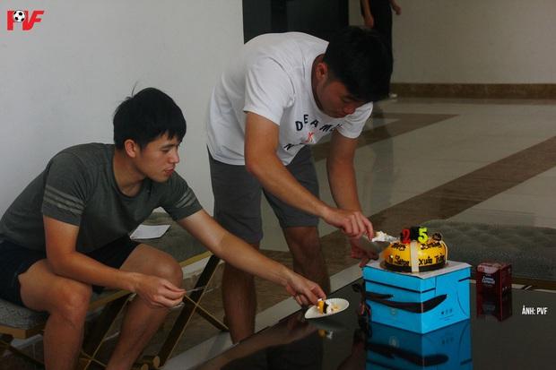 Dàn khách mời khủng tham dự bữa tiệc sinh nhật của Lương Xuân Trường: Thầy Park góp mặt - Ảnh 3.