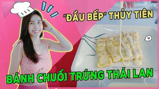 Thuỷ Tiên tự trổ tài làm bánh chuối kiểu Thái cho Công Vinh và bé Bánh Gạo: cũng định quăng bột bánh cho điệu nghệ như ngoài hàng nhưng bó tay - Ảnh 1.