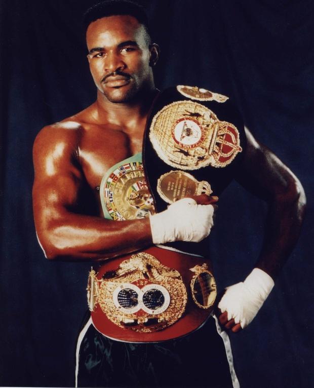 Số phận bi đát của huyền thoại quyền Anh bị Mike Tyson cắn đứt tai: Nửa tỷ đô bốc hơi, phải bán nhà, bán nhẫn, bán cả huy chương trả nợ - Ảnh 4.