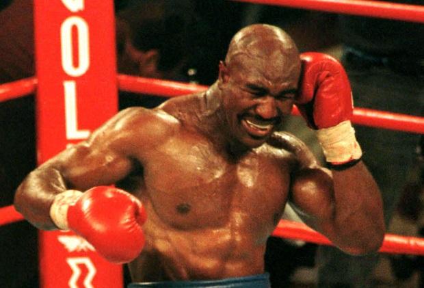 Số phận bi đát của huyền thoại quyền Anh bị Mike Tyson cắn đứt tai: Nửa tỷ đô bốc hơi, phải bán nhà, bán nhẫn, bán cả huy chương trả nợ - Ảnh 2.