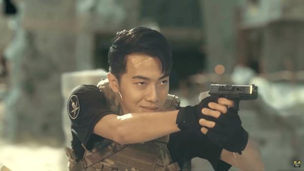 Chán làm streamer, vợ chồng Cris Phan - Mai Quỳnh Anh nhập vai du kích, chiến đấu tưng bừng trong Call Of Duty: Mobile VN - Ảnh 2.