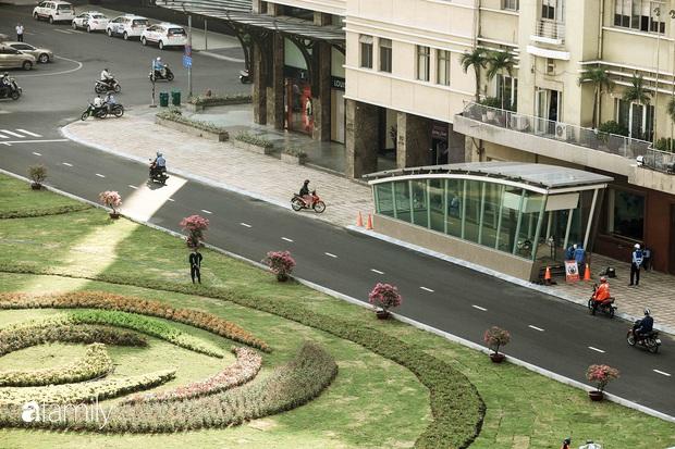 Người Sài Gòn choáng ngợp trước khung cảnh đại lộ Lê Lợi - Nguyễn Huệ - Đồng Khởi đẹp như trong mơ sau khi gỡ rào chắn để xây ga ngầm Metro - Ảnh 11.