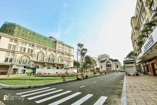 Người Sài Gòn choáng ngợp trước khung cảnh đại lộ Lê Lợi - Nguyễn Huệ - Đồng Khởi đẹp như trong mơ sau khi gỡ rào chắn để xây ga ngầm Metro - Ảnh 16.