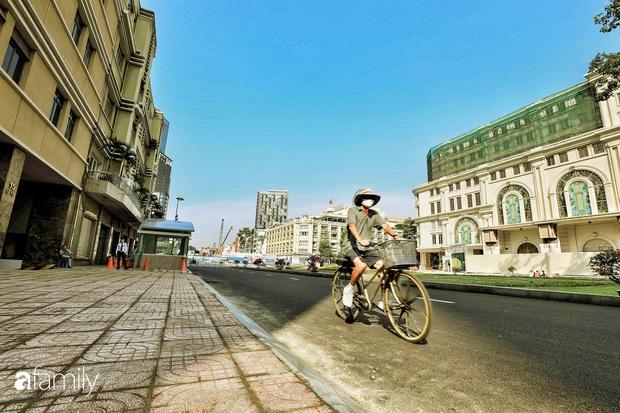 Người Sài Gòn choáng ngợp trước khung cảnh đại lộ Lê Lợi - Nguyễn Huệ - Đồng Khởi đẹp như trong mơ sau khi gỡ rào chắn để xây ga ngầm Metro - Ảnh 19.