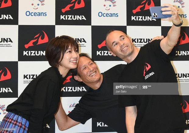 Ngẩn ngơ trước nhan sắc của nữ giám đốc J.League: Nụ cười dễ thương cùng thân hình nóng bỏng khiến người yêu bóng đá Nhật Bản phát cuồng - Ảnh 4.