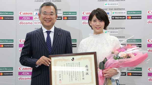 Ngẩn ngơ trước nhan sắc của nữ giám đốc J.League: Nụ cười dễ thương cùng thân hình nóng bỏng khiến người yêu bóng đá Nhật Bản phát cuồng - Ảnh 5.