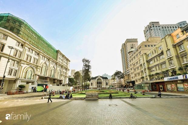 Người Sài Gòn choáng ngợp trước khung cảnh đại lộ Lê Lợi - Nguyễn Huệ - Đồng Khởi đẹp như trong mơ sau khi gỡ rào chắn để xây ga ngầm Metro - Ảnh 6.