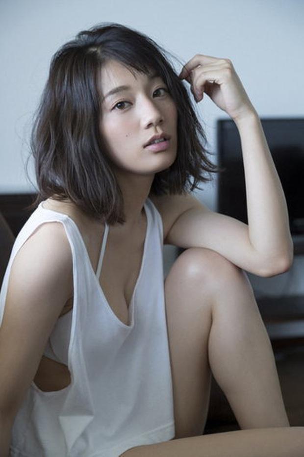 Ngẩn ngơ trước nhan sắc của nữ giám đốc J.League: Nụ cười dễ thương cùng thân hình nóng bỏng khiến người yêu bóng đá Nhật Bản phát cuồng - Ảnh 9.