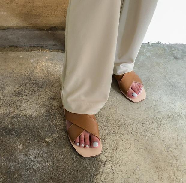 Thiếu đi 5 mẫu giày dép này, style mùa Hè của bạn dự là sẽ bớt đi vài phần sành điệu - Ảnh 9.