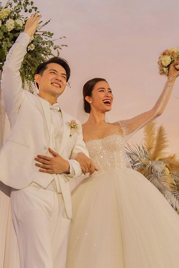 4 lần Đông Nhi gây nổ toàn MXH: Kỷ niệm 10 năm yêu, hôn lễ cổ tích đến ngày lên thiên chức, lần nào cũng tạo trend! - Ảnh 5.