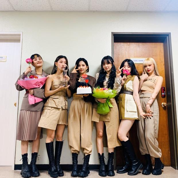 Hậu phá kỉ lục BTOB tại CUBE, (G)I-DLE quảng bá thêm bài mới 1 tuần: HyunA thế hệ mới từ sexy sang cute trong chớp mắt, Miyeon lại xài chiêu ending thần thánh - Ảnh 1.