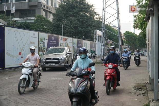 Hà Nội: Nhiều tuyến đường ùn tắc kinh hoàng trong chiều 29/4, một số nhà xe bắt khách giữa đường - Ảnh 7.