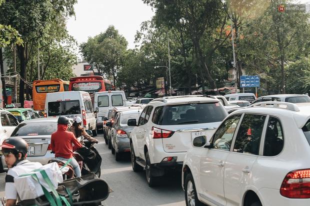 Ảnh: Người dân từ thành phố đổ về quê nghỉ lễ, các bến xe Hà Nội và Sài Gòn đông đúc sau thời gian giãn cách xã hội - Ảnh 32.