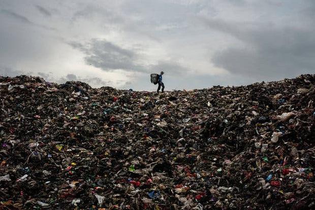 Ám ảnh những phận đời nhặt rác ở Indonesia: Thà chịu nhiễm Covid-19 còn hơn chết đói - Ảnh 3.