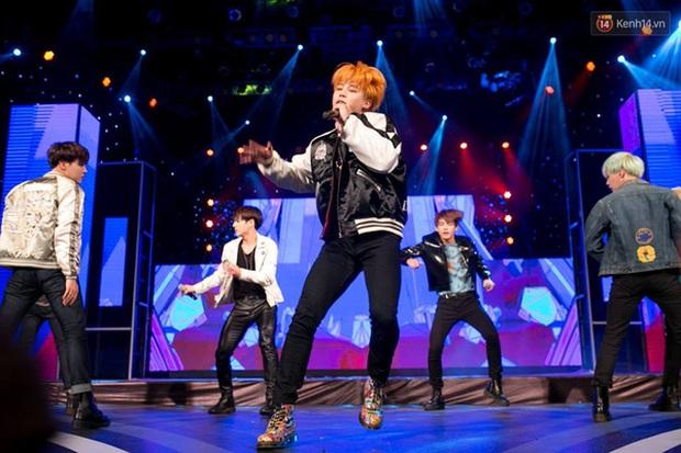 Cả một trời tuổi thơ hiện về khi ngồi nhà xem lại Thế giới Vpop, Giai điệu tình yêu cho đến Vietnam Top Hits từng có sự xuất hiện của... BTS - Ảnh 12.