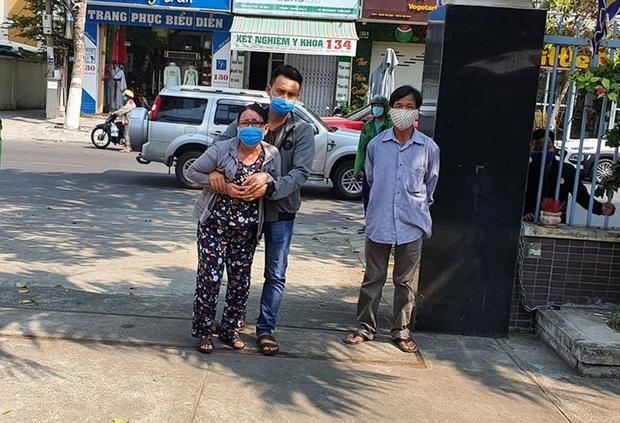 Mẹ già bật khóc cạnh quan tài chiến sỹ hi sinh khi truy đuổi nhóm đua xe: Mới tối hôm trước, Tuấn còn đưa 2 con nhỏ về ăn với mẹ bữa cơm... - Ảnh 2.