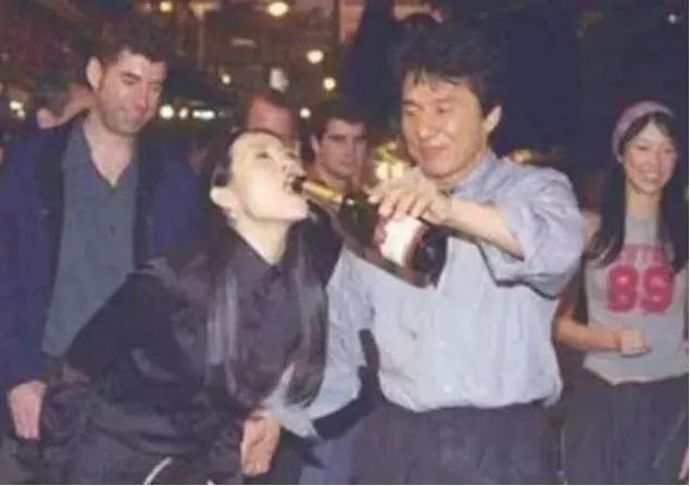 Sao Cbiz ê chề với scandal say rượu: Trần Hạo Dân giở trò sàm sỡ, Tiểu S khóc lóc, Lâm Chí Dĩnh bị bạn phá đám cưới - Ảnh 5.