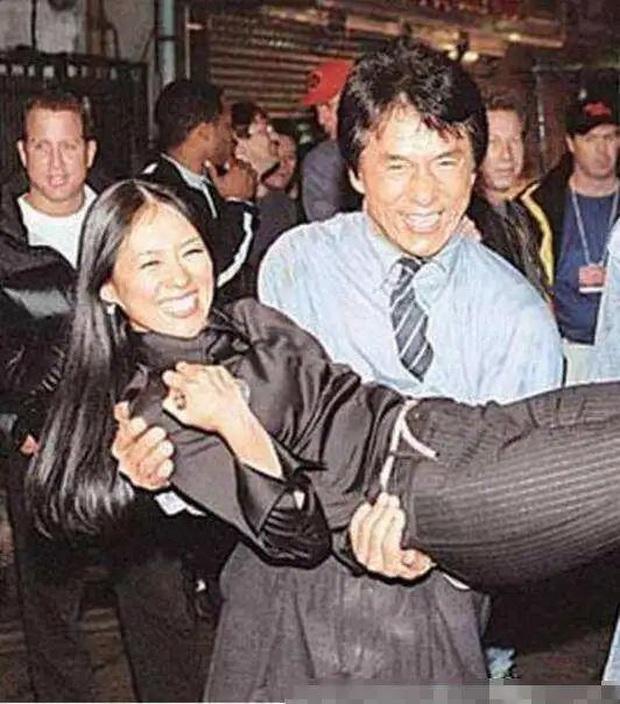 Sao Cbiz ê chề với scandal say rượu: Trần Hạo Dân giở trò sàm sỡ, Tiểu S khóc lóc, Lâm Chí Dĩnh bị bạn phá đám cưới - Ảnh 6.