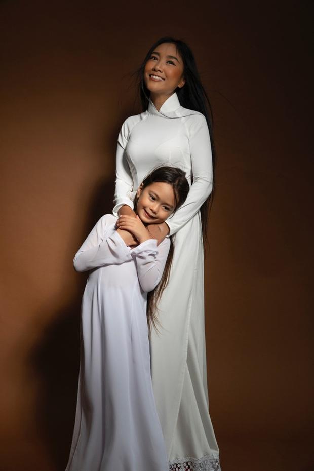 Thiên thần lai nhà Đoan Trang mới 6 tuổi đã ra dáng tiểu mỹ nhân, trổ tài make up chuyên nghiệp đến mức mẹ cũng bất ngờ - Ảnh 3.