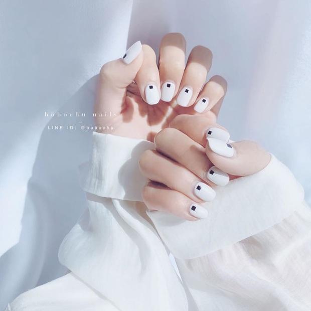 Bộ nail làm tăng thần thái là có thật: 12 mẫu nail sang-xịn-mịn bạn nên ghim ngay đợi ngày bung lụa - Ảnh 10.