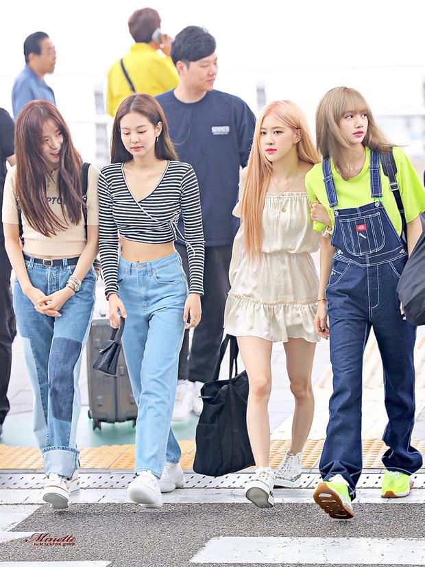 Thời trang sân bay của sao Hoa Hàn cũng lắm drama: Từ thuê người chụp, photoshop chán chê cho tới thay n bộ làm màu - Ảnh 1.